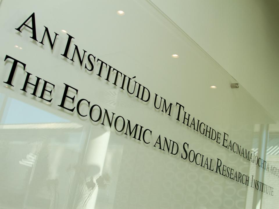 "Sign in ESRI building that says ""Economic and Social Research Institute"""